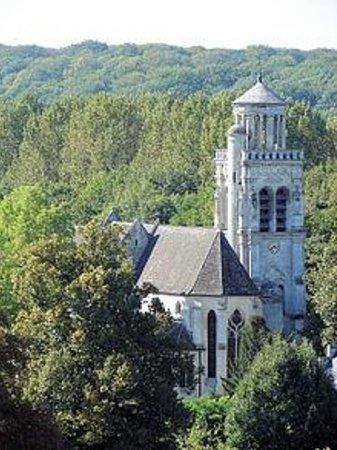 Eglise Saint Sulpice de Pierrefonds : Eglise vue du chateau