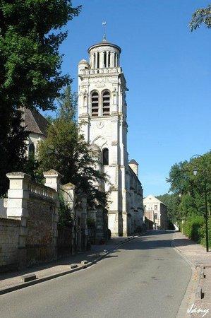 Eglise Saint Sulpice de Pierrefonds : église vue des termes