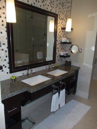 InterContinental Boston: Master Bathroom