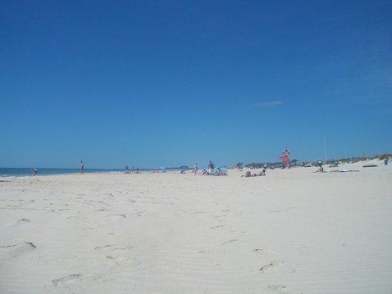 Golden Clube Cabanas: Quiet beach