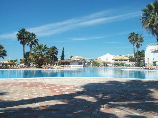 Golden Clube Cabanas: Pool in the day