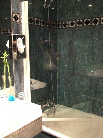 Hotel Sevilla Macarena: Ducha