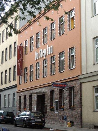 Do Step Inn: the hotel