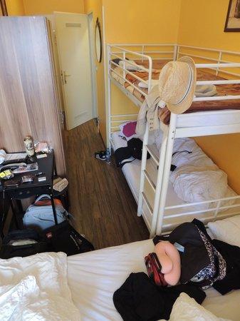 Do Step Inn: bunk bed