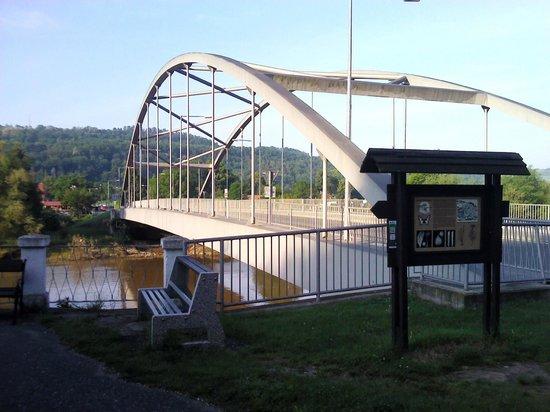 Hotel Karlstejn: Если доехали до моста - надо развернуться