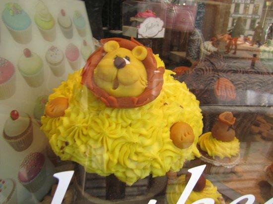 Julie's House: cake in window