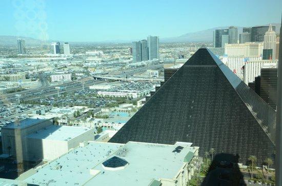 Four Seasons Hotel Las Vegas: View to Luxor
