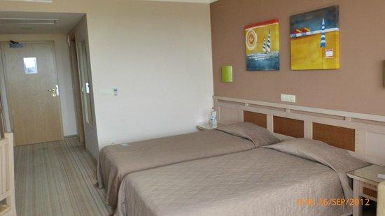Club Hotel Miramar: Zimmer