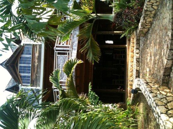 Abba Jahnehoy Place: getlstd_property_photo