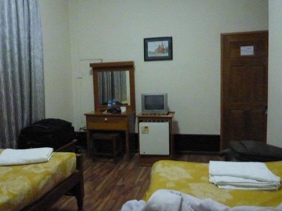 Thiri Sandar Motel: Скромно выглядит,но есть всё необхоримое