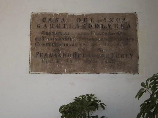 Casa Garcilaso : Placa alusiva.