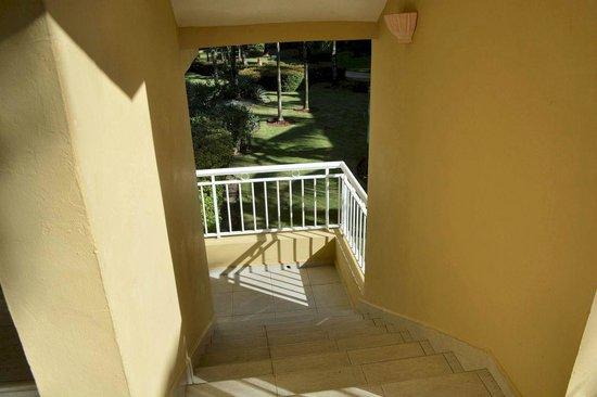 Dreams Punta Cana Resort & Spa: Stairwell (no handrails)