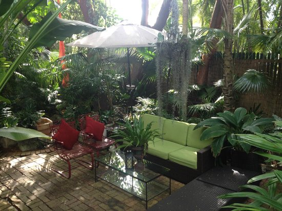The Mermaid & The Alligator: One of the many private sitting areas to enjoy