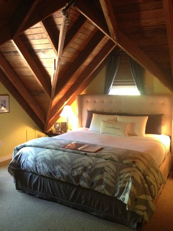 The Mermaid & The Alligator: A King-sized bed in the Treehouse Suite