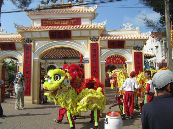Chau Phu Temple: January 2012 Temple festival with lion and dragon dance