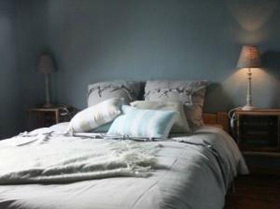 Chambres d'Hôtes Presabot : « LA SENNETTE ».     Petite chambre avec lit double