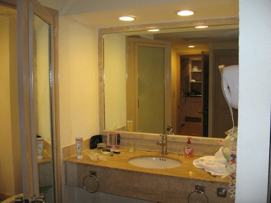 Fiesta Americana Villas Cancun : Bathroom sink