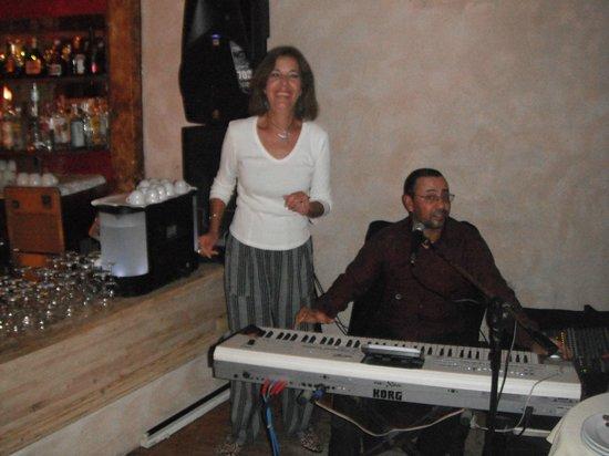 Il mare : Enjoying the music!