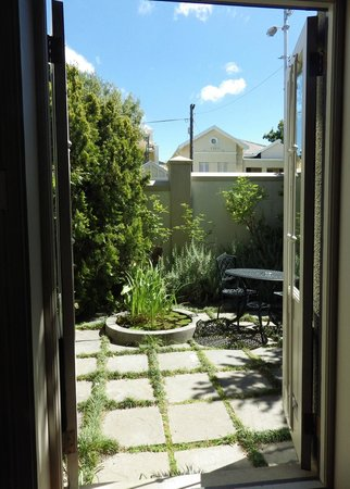 Welgelegen: Garden and pond Superior room