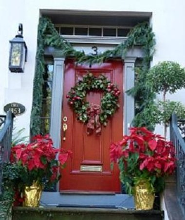 Savannah Historic District: Historic district dressed for Christmas