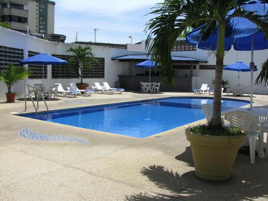 Imperial Hotel : Piscina
