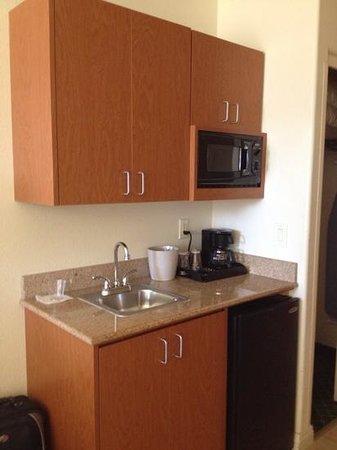 Fairfield Inn & Suites Fairfield Napa Valley Area : Kitchen area