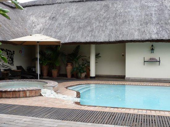 Ilala Lodge : Área da piscina bem aconchegante