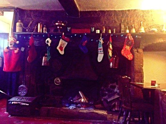 The Barford Inn: Open inglenook fireplace at Barford Inn