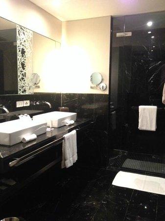 Le Méridien Bangkok: Bathroom