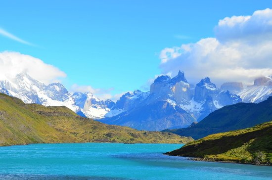 Hotel Rio Serrano: View of Torres del Paine from Rio Serrano nearby hotel