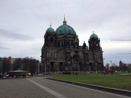 las estatuas del puente del palacio sobre el r o spree picture of berlin cathedral berlin. Black Bedroom Furniture Sets. Home Design Ideas