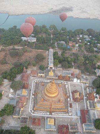 Balloons over Bagan: Полёт нал пагодой Швезигон