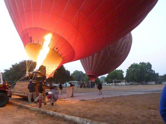 Balloons over Bagan: Заполнение шара горячим воздухом