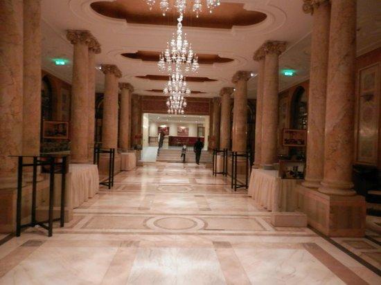 Athenee Palace Hilton Bucharest: Κοινόχρηστος χώρος