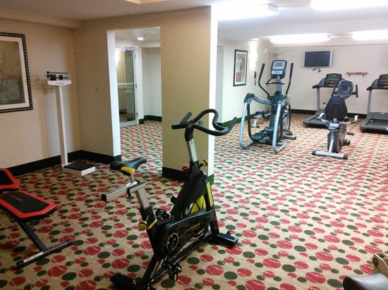 Sawgrass Grand Hotel and Suites Sports Complex : Could do with more equipment