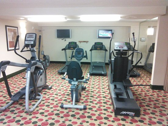 Sawgrass Grand Hotel and Suites Sports Complex : Carpeted gym