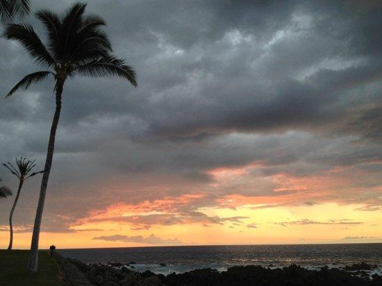 Mauna Lani Bay Hotel & Bungalows: one of the many gorgeous sunsets