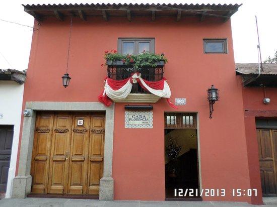 Casa Florencia Hotel: facade of hotel
