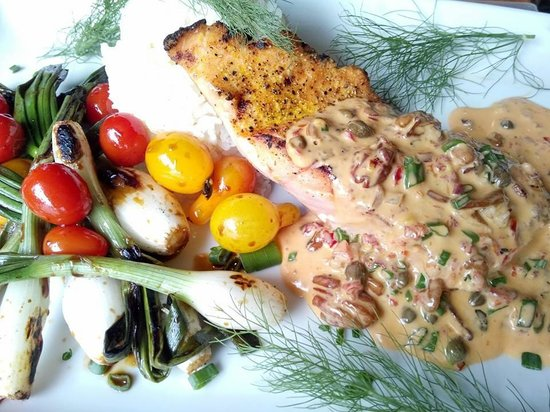 Gossip's Kitchen: Lemon Pepper Grilled Salmon with Spicy Asian Sauce