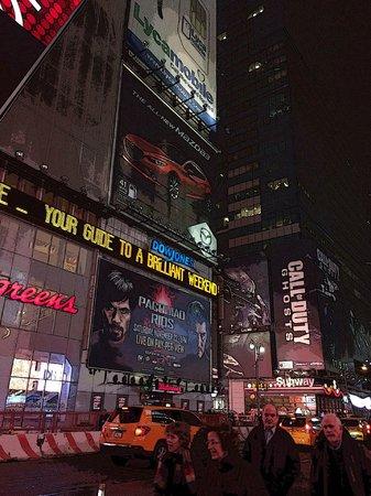 Fairfield Inn & Suites New York Midtown Manhattan/Penn Station : A walking distance to Times Square
