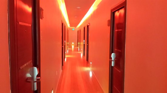 Found Places Clifton Hotel South Beach: Hallway with Low Red Lighting