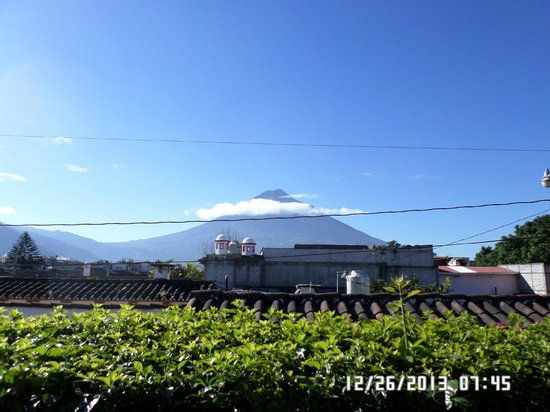 Casa Florencia Hotel: view of Agua Volcano from my room (looks south)