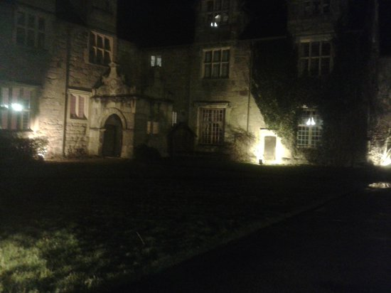 Mercure Telford Madeley Court Hotel: Night Photo
