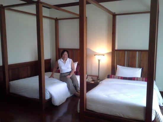 Royal Angkor Resort & Spa: suite on 3rd floor-Kymer design bedroom
