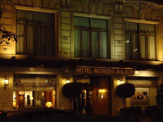 Hotel El Avenida Palace: Nighttime at Hotel Avenida
