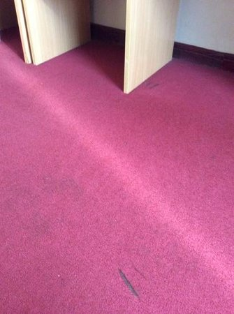 Great Eastern Hotel: filthy carpet with damage holes