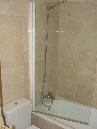 Hotel Exe Suites 33 : Baño