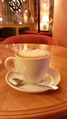 Hotel Belvedere: Capuchino in the bar