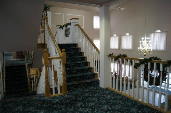 Branson Towers Hotel: Staircase