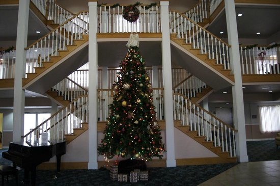 Branson Towers Hotel: Front lobby at Christmas